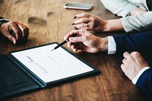 האם כדאי להיעזר בעורך דין לצורך תביעה לגמלת סיעוד?