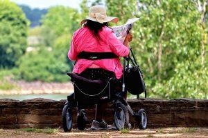 כסא גלגלים צר